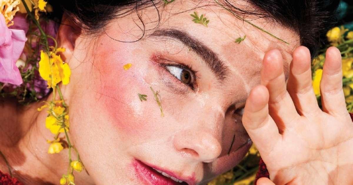 Björk is re-releasing her 'Vulnicura' LP as a VR experience